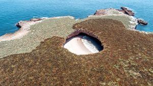 Playa del Amor y Parque Nacional Islas Marietas