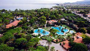 Playa Montroig renueva sus instalaciones de cara a la nueva temporada