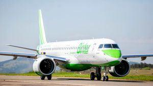 La aerolínea Binter recibe su cuarto avión Embraer E1495-E2