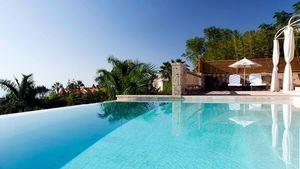 El hotel Bahía del Duque, lanza un exclusivo servicio de jet privado