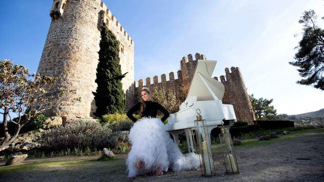 María Toledo rompe sus esquemas y canta El Rey por bulerías