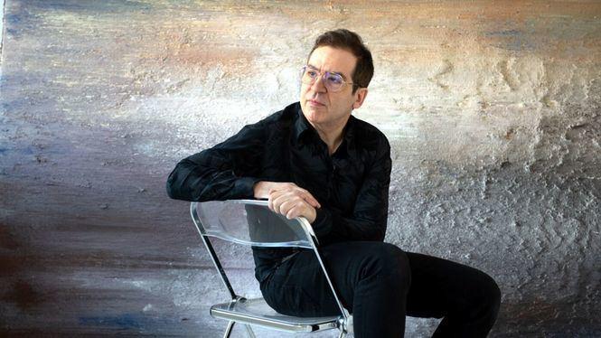 """Alberto Reguera """"expande"""" una de sus obras en directo en el jardín del Museo Thyssen"""