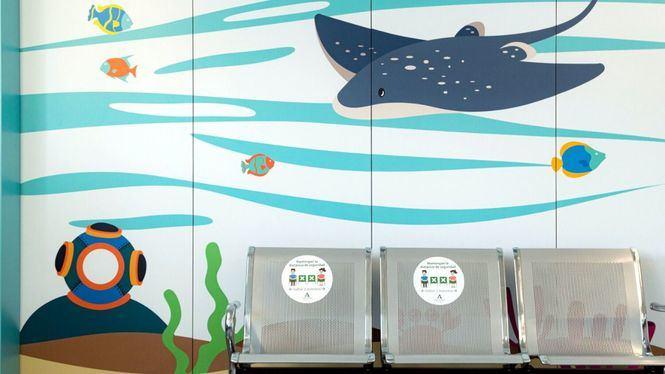 La planta de oncología infantil del Hospital de Torrecárdenas decorado con temática marina