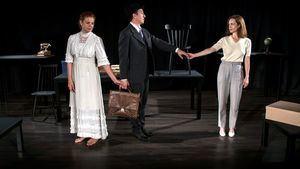 El Teatro Español recuerda la figura de Pedro Salinas en la obra Amor, amor, catástrofe
