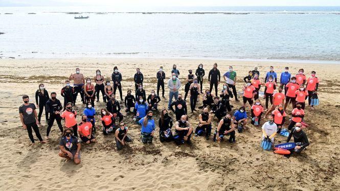 Limpieza de fondos en la playa de Las Canteras en el Día Mundial de los Océanos