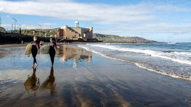 Las Palmas de Gran Canaria opta a convertirse en Reserva Mundial de Surf en 2021