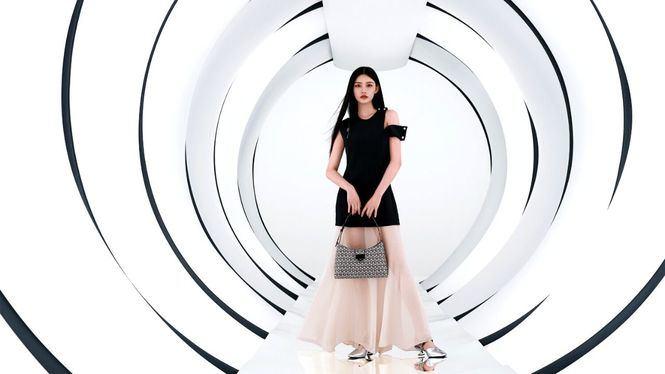 La cantante coreana Seulgi y a la actriz china Jelly Lin embajadoras de Salvatore Ferragamo