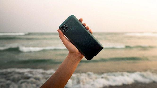 Recomendaciones para cuidar el móvil en la playa y en la piscina