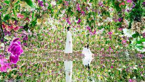 Jardines inmersivos con orquídeas flotantes y ovoides lumínicos en Tokio
