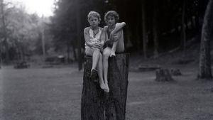 Judith Joy Ross Sin título, Eurana Park, Weatherly, Pensilvania, 1982 Untitled, Eurana Park, Weatherly, Pennsylvania