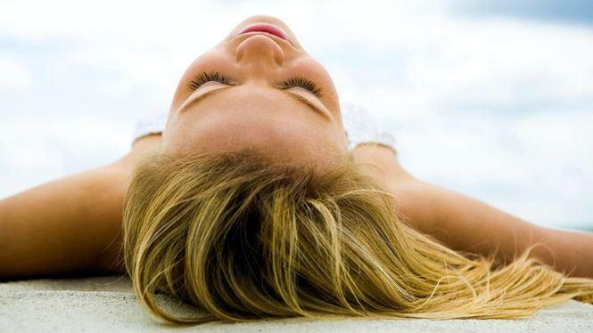 Consejos, productos y tratamientos para recuperar el cabello dañado tras las vacaciones