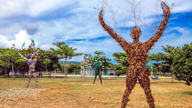 Con las manos arriba, pieza central del Festival de Artes de la Tierra de la Costa Este de Taiwan