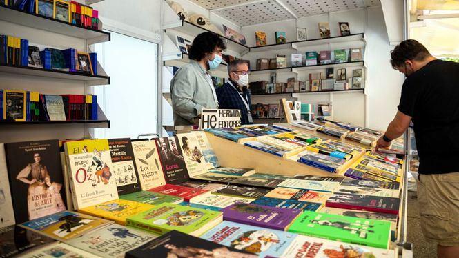 La Feria del Libro de Madrid sigue arropada por el público en su primera semana