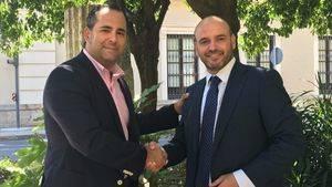De izqda. a dcha: Enrique Merino, de Córdoba Califato Gourmet, y el presidente de la Fundación Miaoqueha