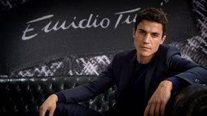 Alex González protagoniza la nueva campaña de Otoño Invierno de Emidio Tucci
