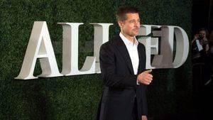 Brad Pitt se viste de Salvatore Ferragamo para la premier de Aliados en Paris