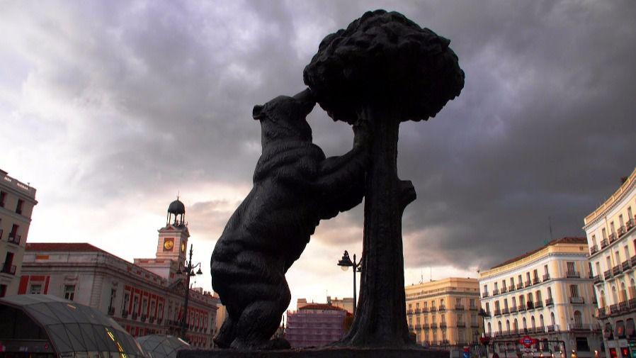 El oso y el madro o cumple 50 a os presidiendo la puerta for Puerta del sol madrid fotos