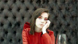 Gran Meliá Hotels & Resorts se une a la moda española para vestir a la embajadora de la marca: Lady in Red