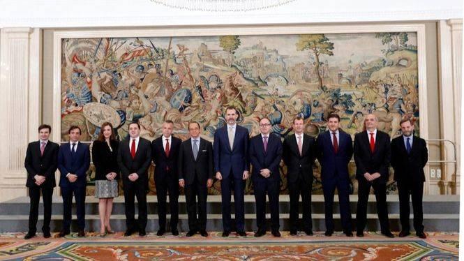 SM el Rey Felipe VI recibe a los presidentes de Iberia e IAG con motivo del 90 aniversario