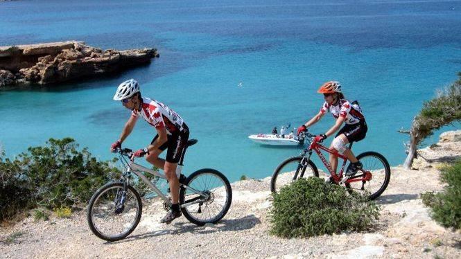 Un mes de Abril de intensa aventura en Ibiza