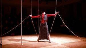 'Nadando entre nudos' un espectáculo de danza teatro de Giulia Risso, llega a Madrid