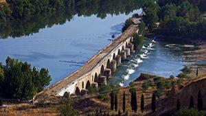 Rio Duero y Puente Romanico