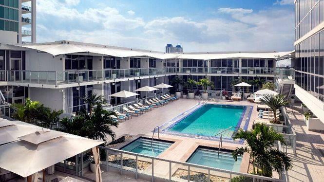 ME Miami, un hotel moderno con diseño innovador y ambiente cosmopolita