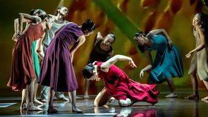 """""""Rice"""", una celebración moderna del movimiento por la compañía taiwanesa Cloud Gate Dance Theatre"""