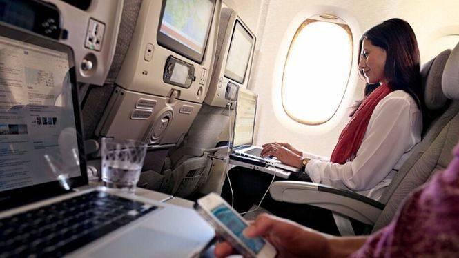 Emirates amplía su oferta gratuita de Wi-Fi a bordo