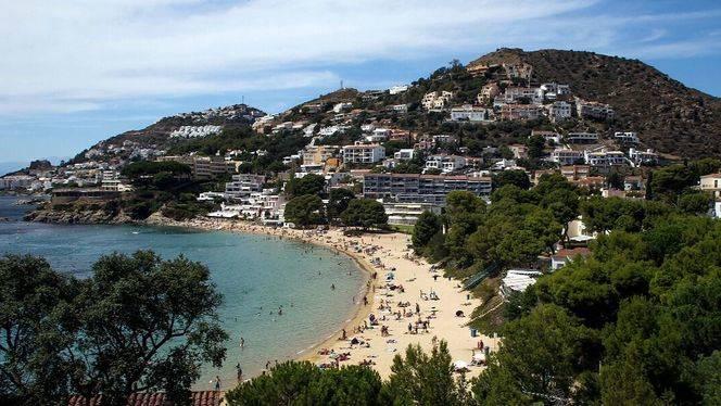 Playas y calas de Roses para un esplendido verano junto al mar