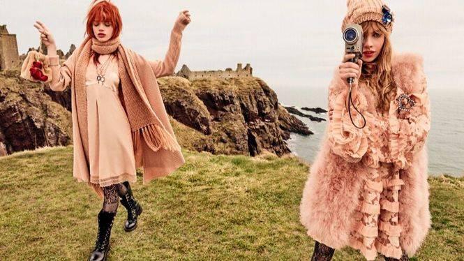Stella Maxwell y Stella Lucia protagonizan la nueva campaña de Twinset