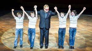 Elton John, compositor de la música de Billy Elliot, visita España esta semana