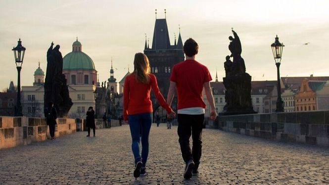 Viajar en pareja, la solución de los españoles para superar una crisis sentimental