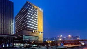 Innside Zhengzhou. Edificio Genera Noche