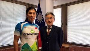Jacky Chen y el Representante de Taiwan en España