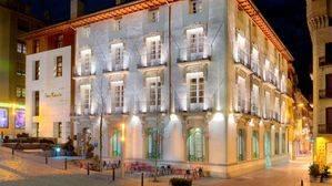 Hotel San Ramón del Somontano. Fachada de noche