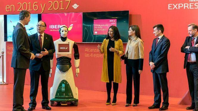 SSMM los Reyes recibidos por una robot en el stand de Iberia de FITUR