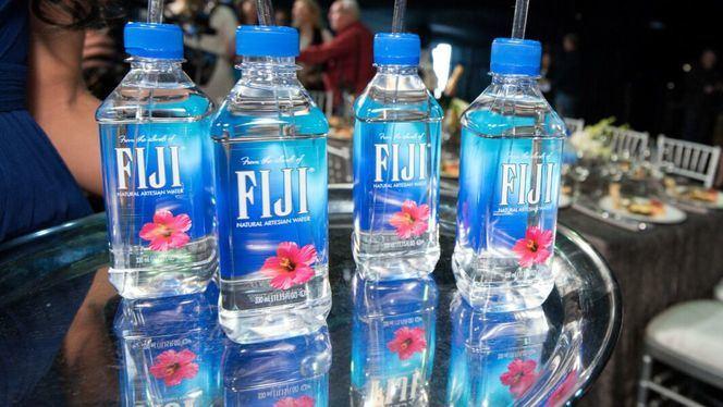 El Agua FIJI se diferencia de otros tipos de agua por su particular origen
