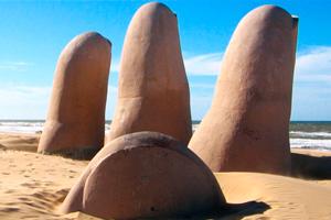 Punta del Este, monumento mano