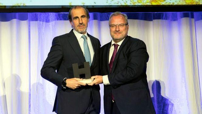 El presidente de Vincci Hoteles Rufino Calero recibe el premio Hostelco Awards 2018