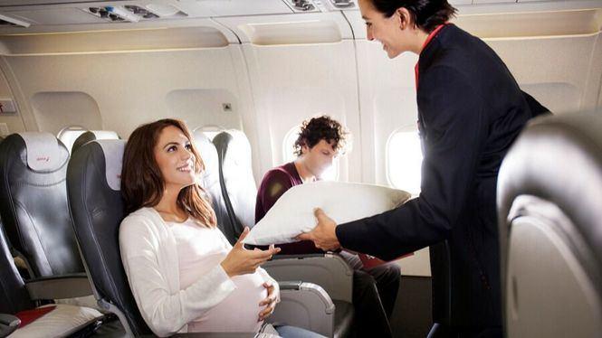 Iberia mantiene el nivel Iberia Plus a las mujeres durante su baja de maternidad