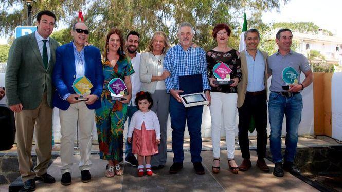 Marbella reconoce la contribución a la ciudad de los negocios de Las Chapas
