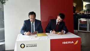 Aceites de Oliva e Iberia firman un acuerdo para promocionar la imagen de España