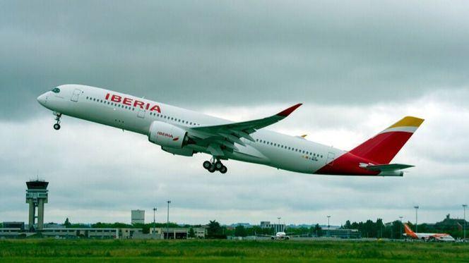 El A350 de Iberia, Plácido Domingo, surca los cielos por primera vez