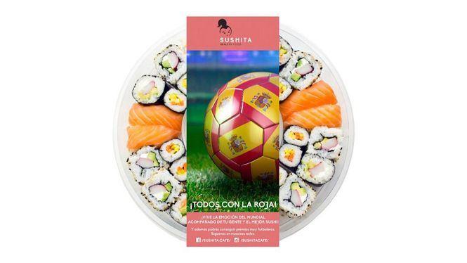 Sushita prepara para el Mundial de Futbol una bandeja de sushi con forma de balón