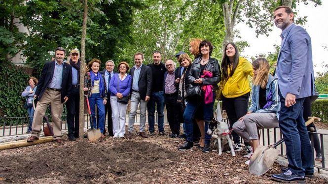 Se planta el primer árbol literario en El Retiro