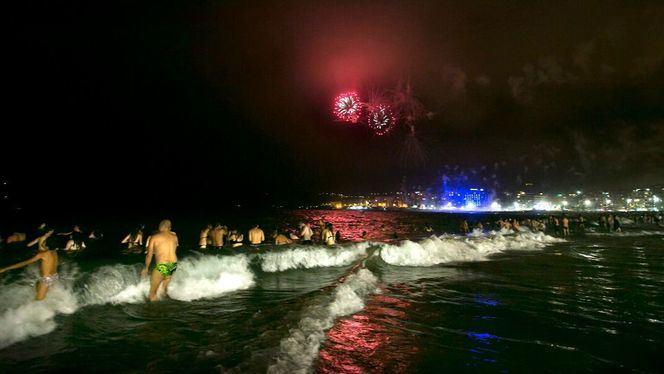 Las Palmas de Gran Canaria celebra, en la Playa de Las Canteras, la noche de San Juan