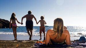 Aumenta un 68% el número de turistas con niños que eligen Canarias