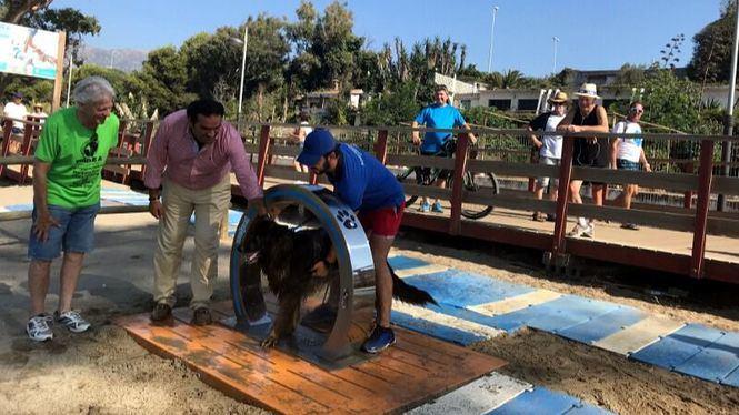 El Ayuntamiento de Marbella amplía el equipamiento de las playas caninas