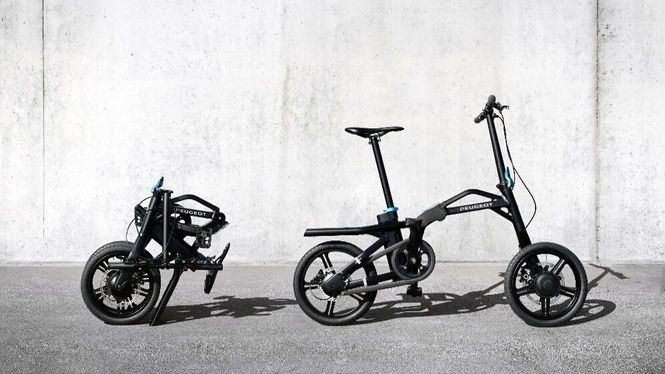 Peugeot presenta un patinete ultraplegable que llega a los 25 km por hora